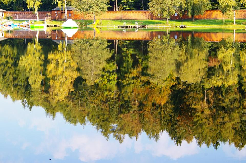 Free Autumn of yellow trees with reflection on lake