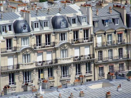 Free Facade of a traditional building in downtown Paris, France