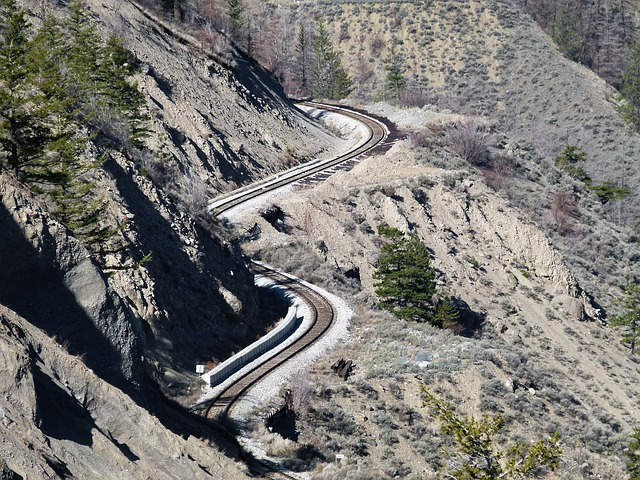Free train tracks winding canyon fraser river canyon dry