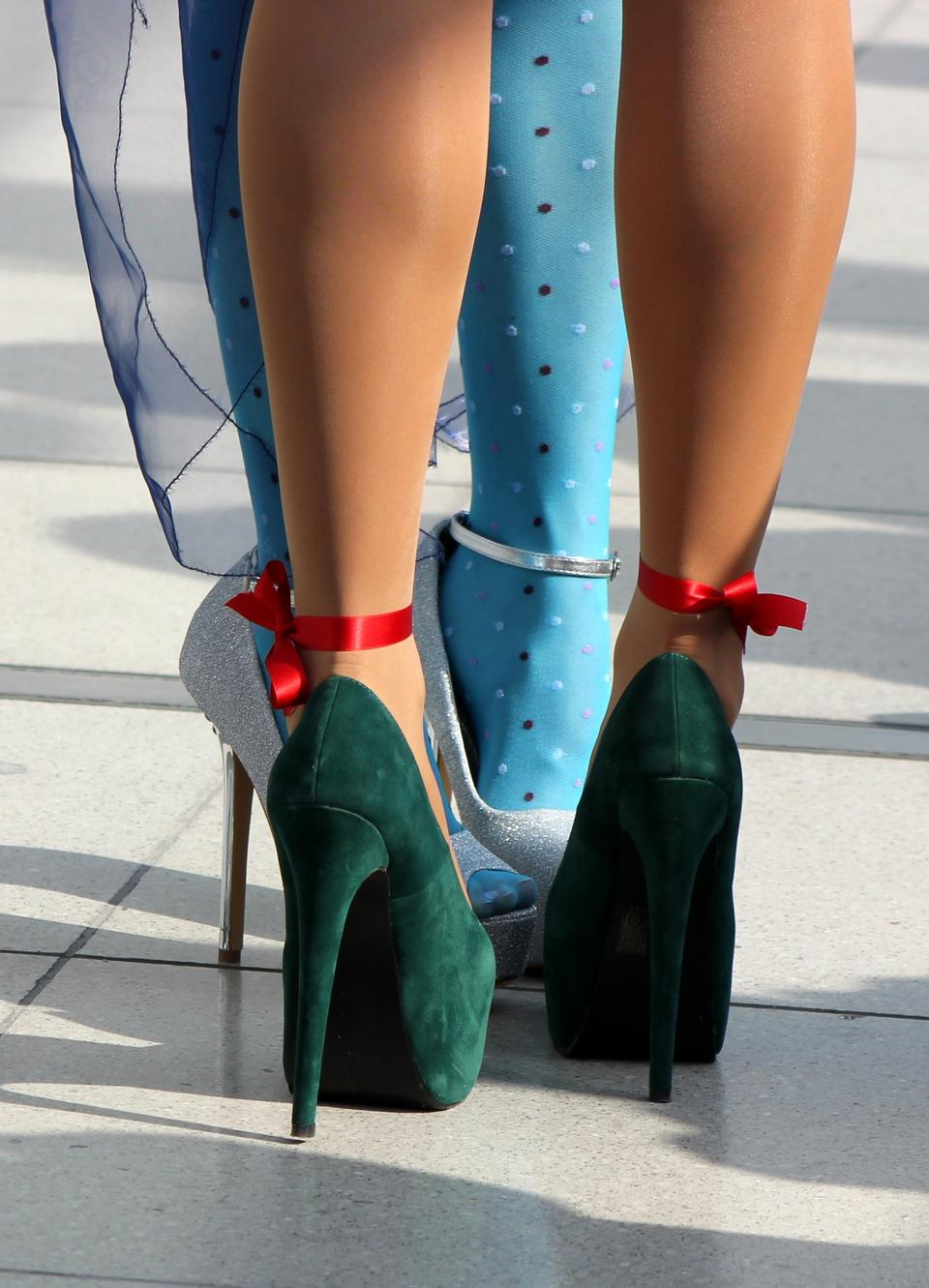 Free Sexy female high heeled green shoes on the way