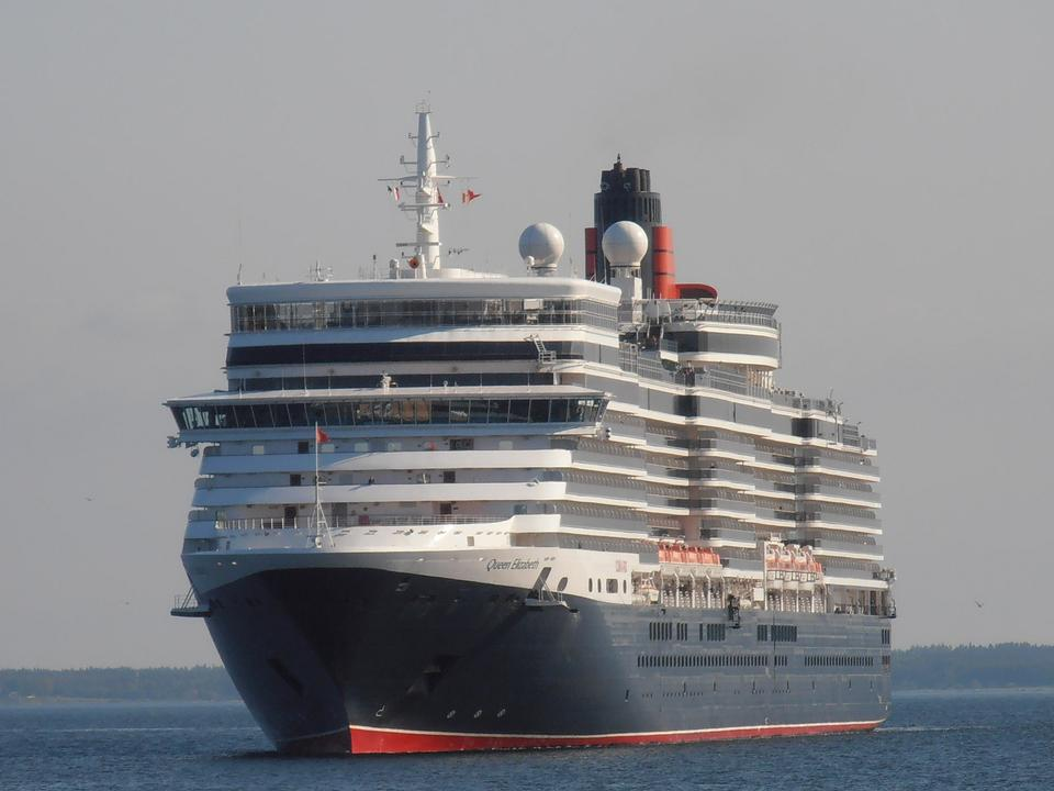 Free Famous cruise ship - Queen Elizabeth