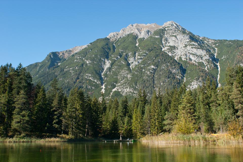 Free lake Barm and Wetterstein mountains