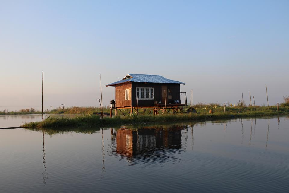 Free Floating houses on the lake