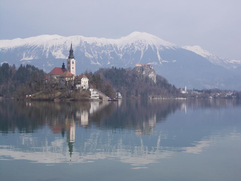 Free Bled with lake, island, castle and mountains in background, Slove