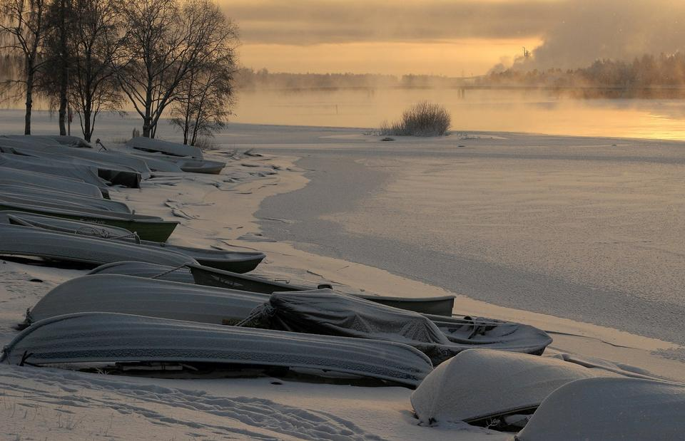 Free winter landscape misty morning on the river at sunrise