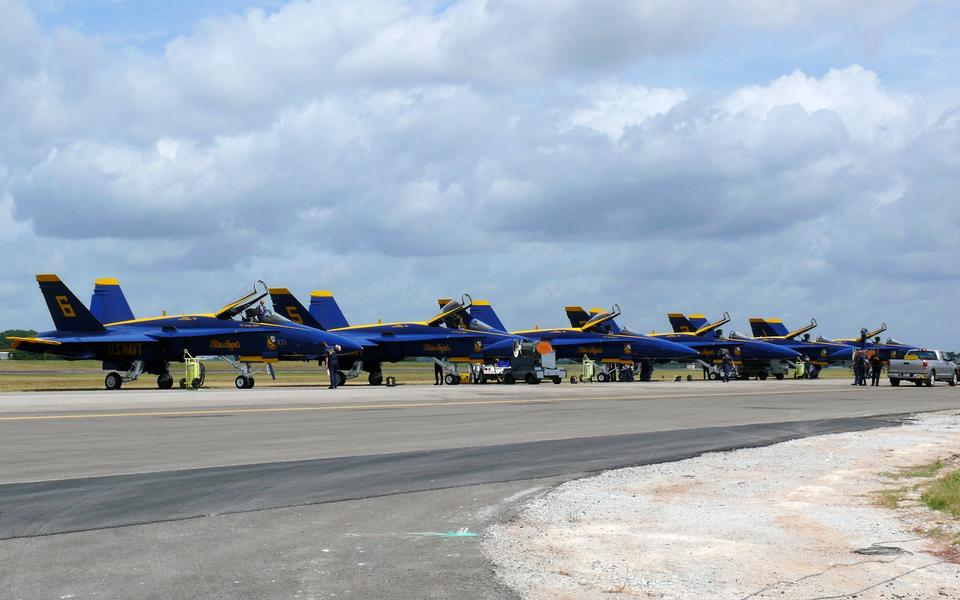 Free FA-18 Hornets of the Blue Angels