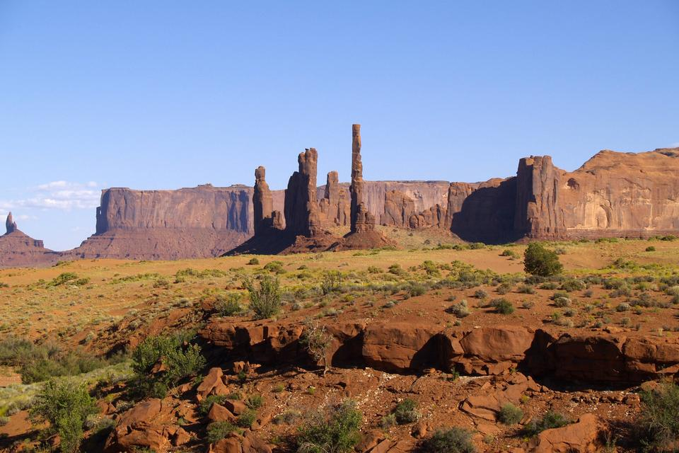 Free The Totem Pole and Yei Bi Chei rock formations in Monument Valley