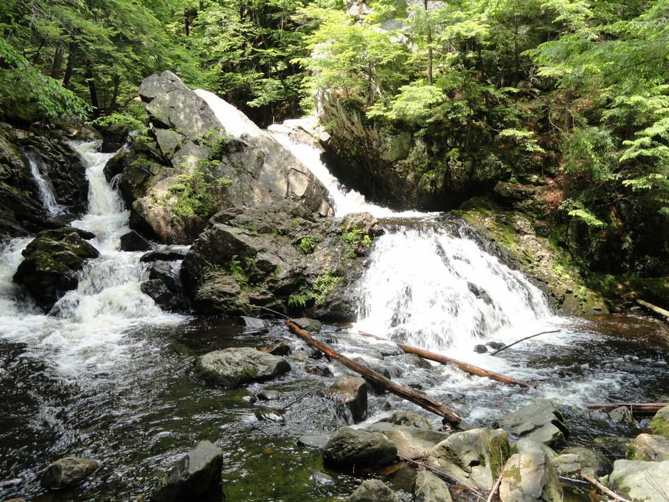 Free Bear's Den Falls in New Salem, Massachusetts