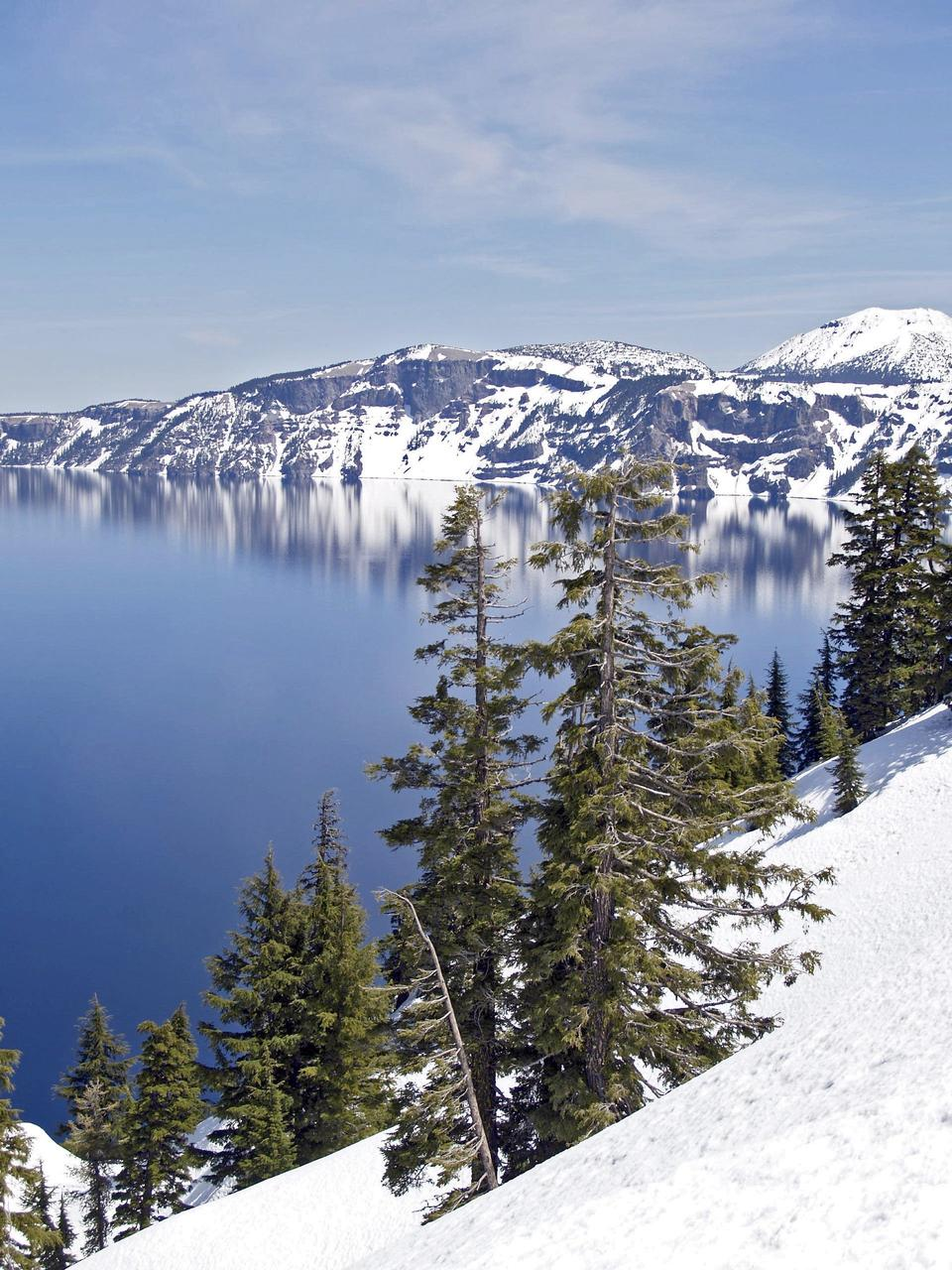 Free Winter Scene at Crater Lake Volcano