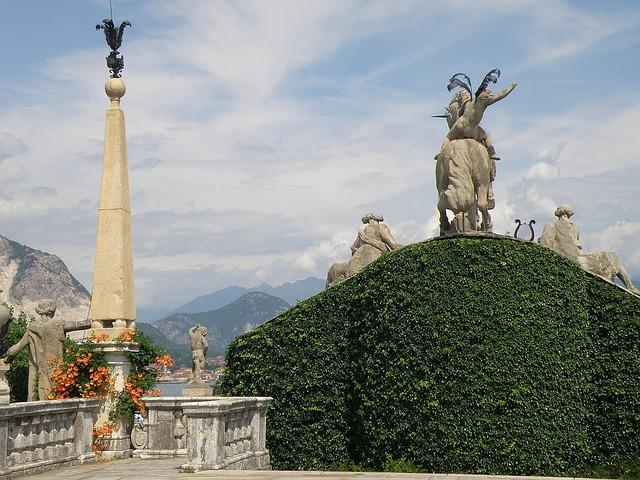 Free milan italy palazzo borromeo statues monuments