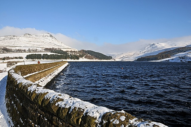 Free dovestones resovoir with winter snow united kingdom