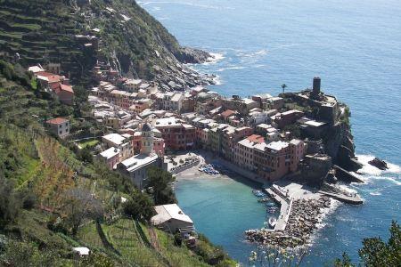 Free colorful village Vernazza, Cinque Terre, Italy