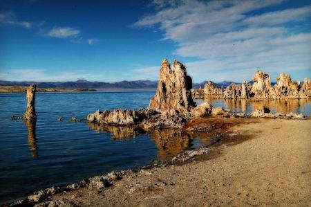Free Tufa tower rock formations in Mono Lake