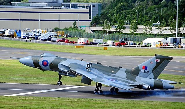 Free vulcan bomber farnborough air show united kingdom