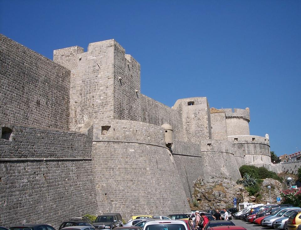 Free Walls of Dubrovnik