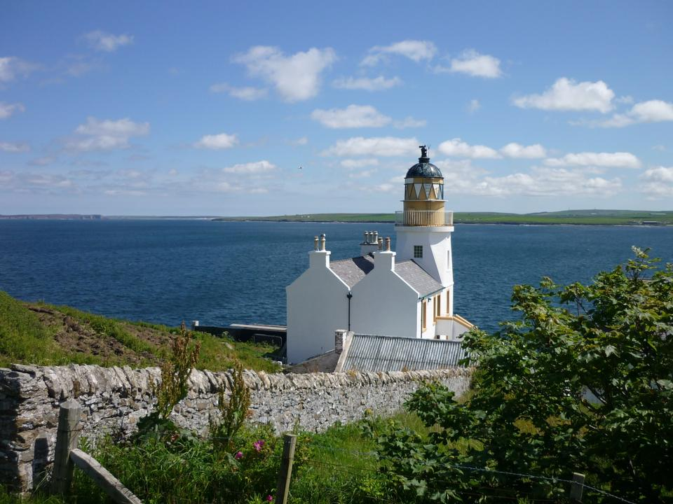 Free A lighthouse and accomodation in the north of Scotland
