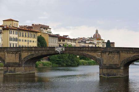 Free Italy, Florence The Arno river and Santa Trinity bridge