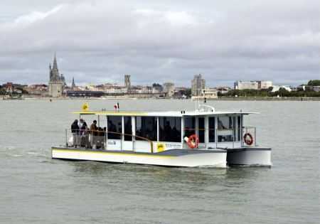 Free a solar powered boat in La Rochelle, France
