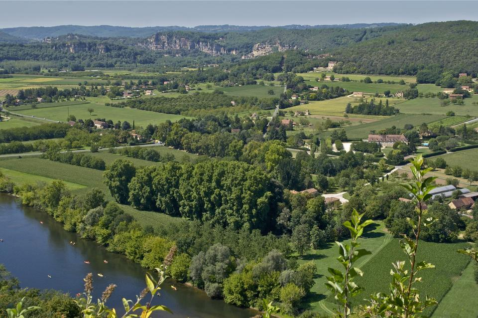 Free View from the old town of Domme across the valley