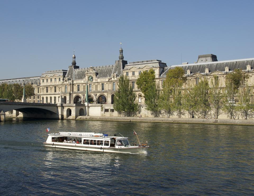 Free tourist cruise in River Seine Paris