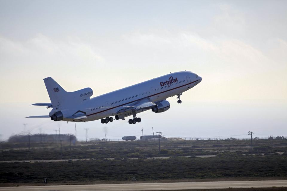 Free Stargazer Aircraft Carrying IRIS Takes Off