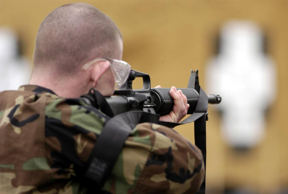 Free M-16 rifle qualification course for Naval Air Station