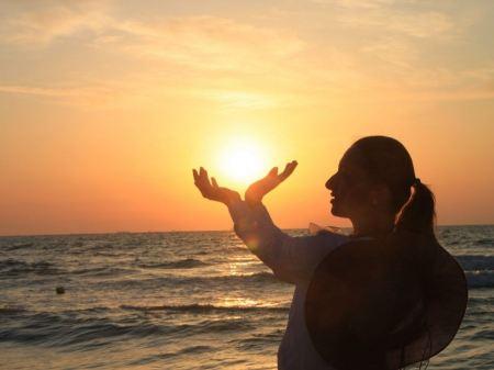 Free Lady Holding the Sun, Sunrise