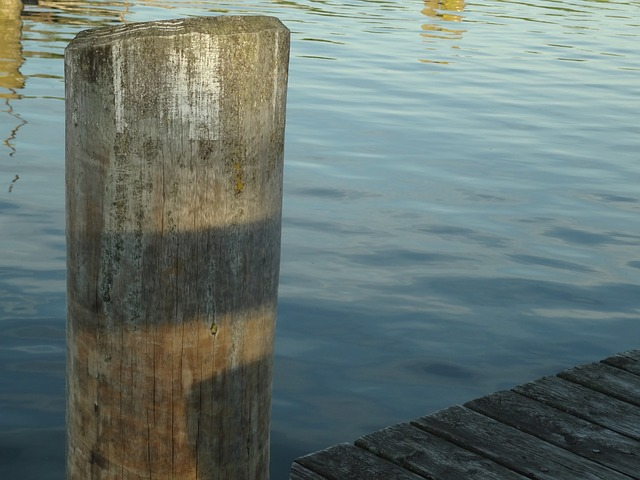Free port bollard pier water boot