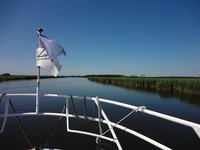 Free flag sky blue water bodden boat trip