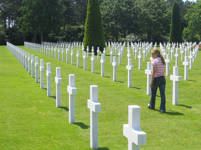 Free cemetery american cross soldier landing d day
