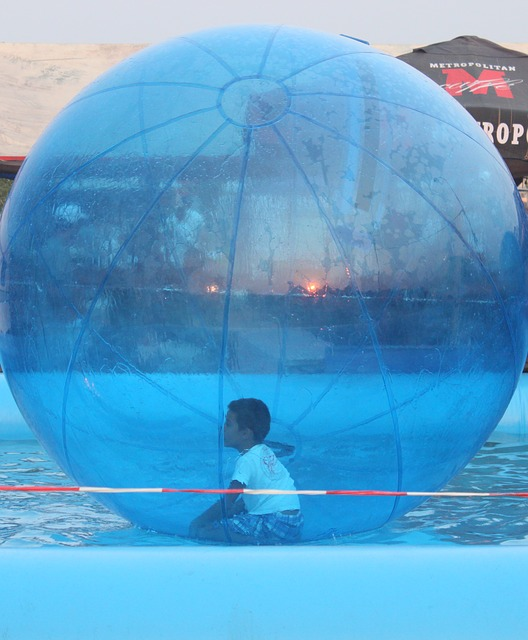 Free walking water ball funny kids floating toy