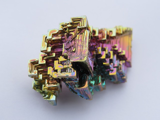 Free crystal mineral iridescent bismuth bismuth crystal