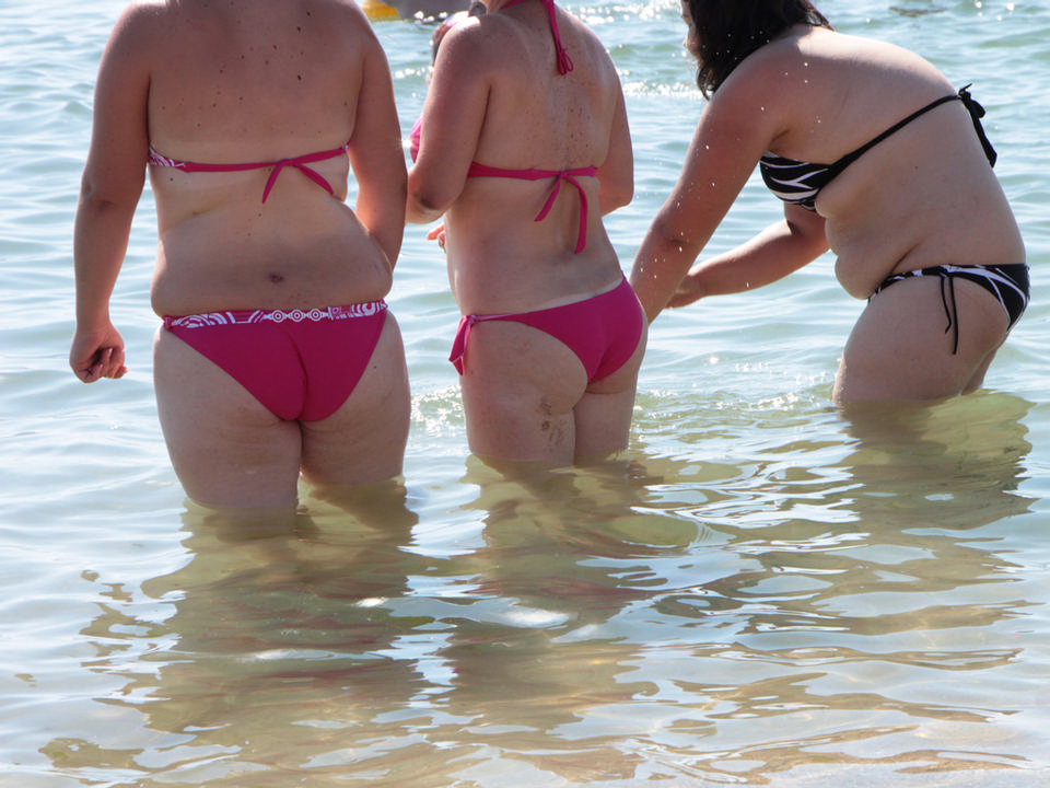 Free sexy women buttocks on beach
