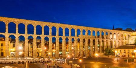 Free The roman aqueduct at dusk