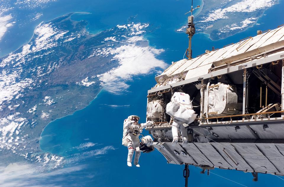 Free Spacewalk International Space Station