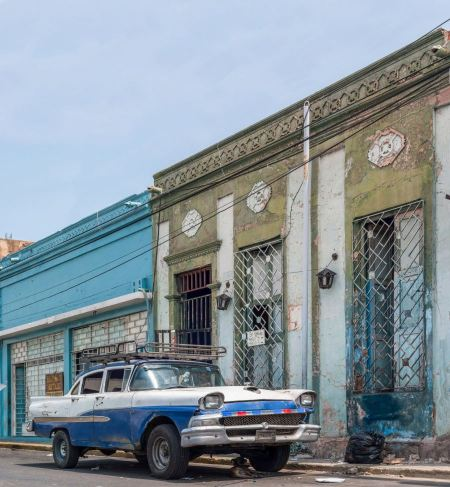 Free street in Maracaibo city and Ford Custom