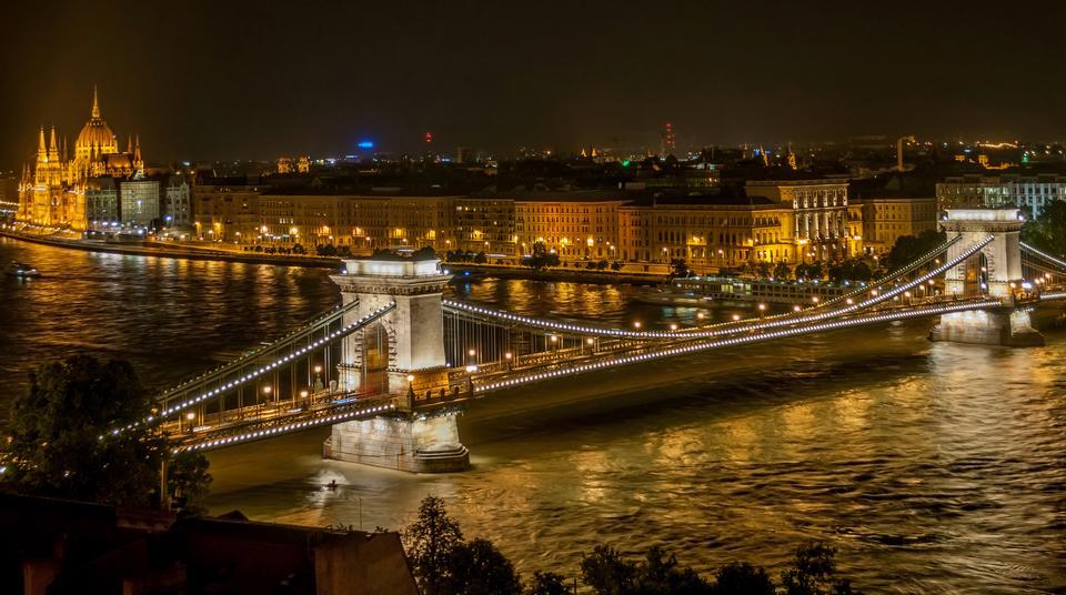 Free Chain Bridge Budapest