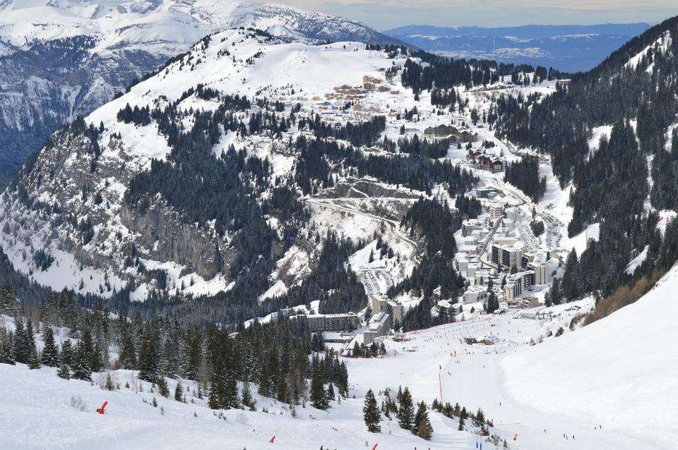 Free Overview of the ski resort of Flaine, France