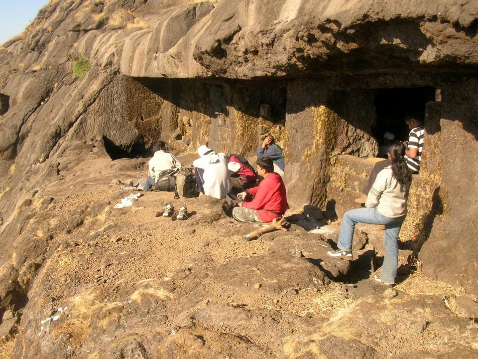 Free cave on Alang fort