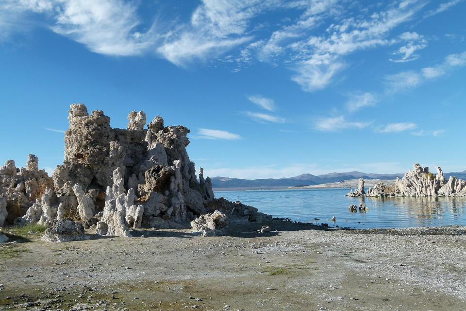 Free Mono Lake in California in the dry Great Basin