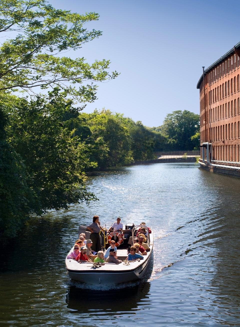Free Park Tour Boat Headed To Swamp Locks