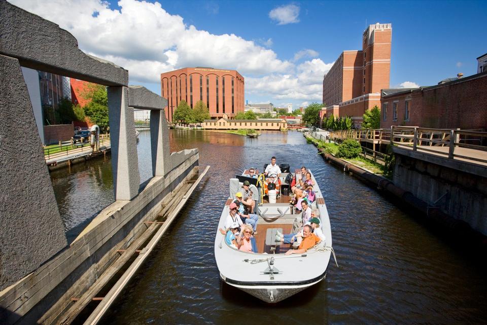Free Park Tour Boat Headed To Swamp Locks