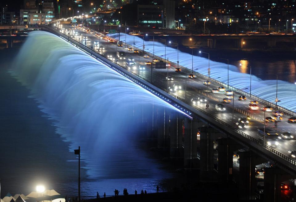 Free Fountain Water Bridge Seoul Korea