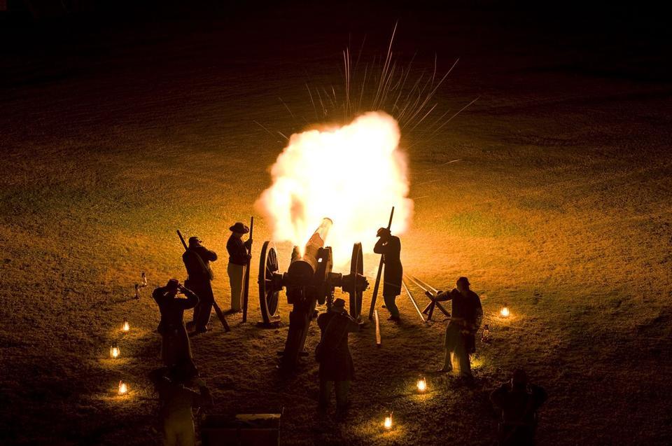 Free Cannon fire illuminates Fort Pulaski