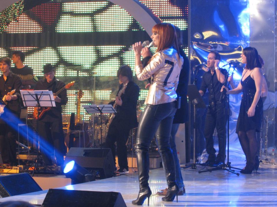 Free Nina Puslar in Parada show