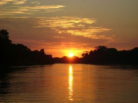 Free sunset on the river