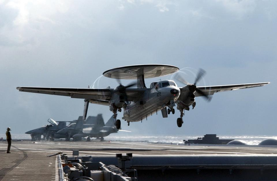 Free An E-2C andings during touch and go flight operations