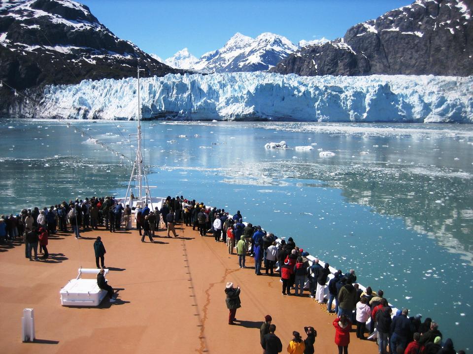 Free Cruise ship approaches Margerie Glacier Alaska