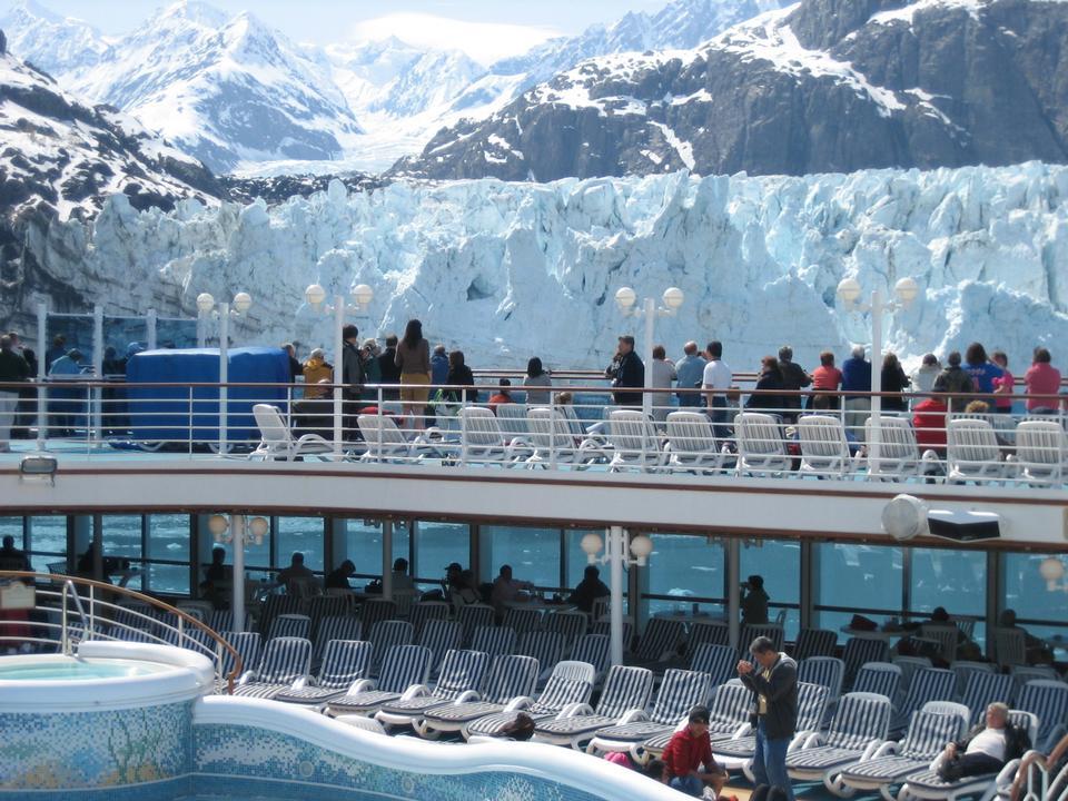 Free Cruise ship passengers at Margerie Glacier Alaska
