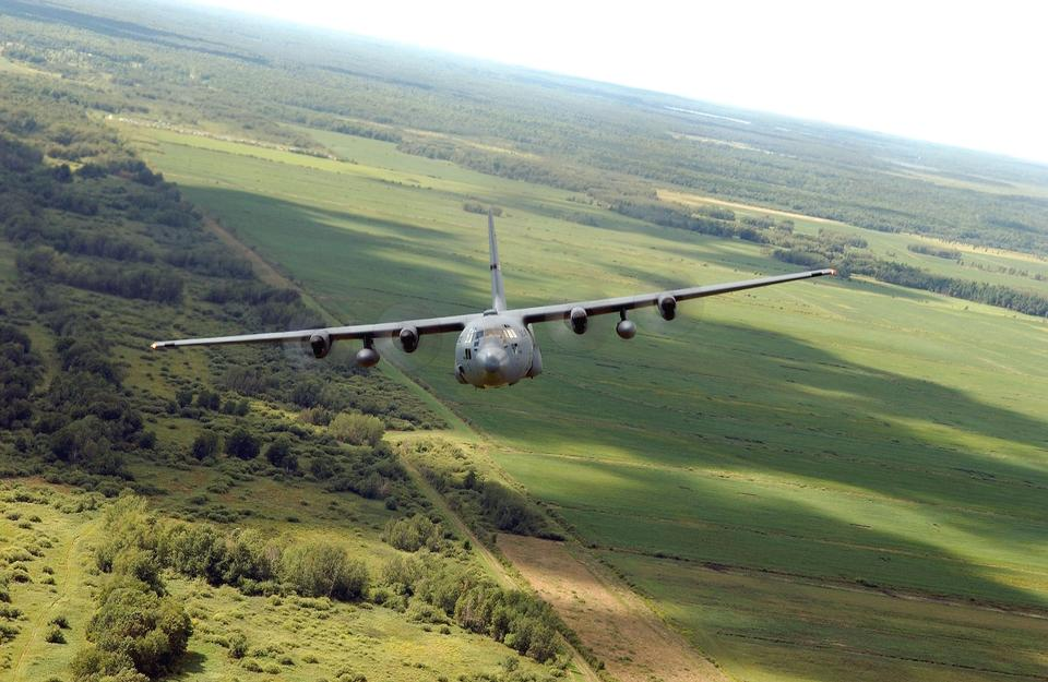 Free Aircraft C-130 flying in Minnesota